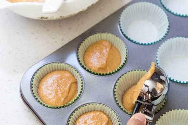 Pumpkin Pie Spice Cupcakes   wildwildwhisk.com