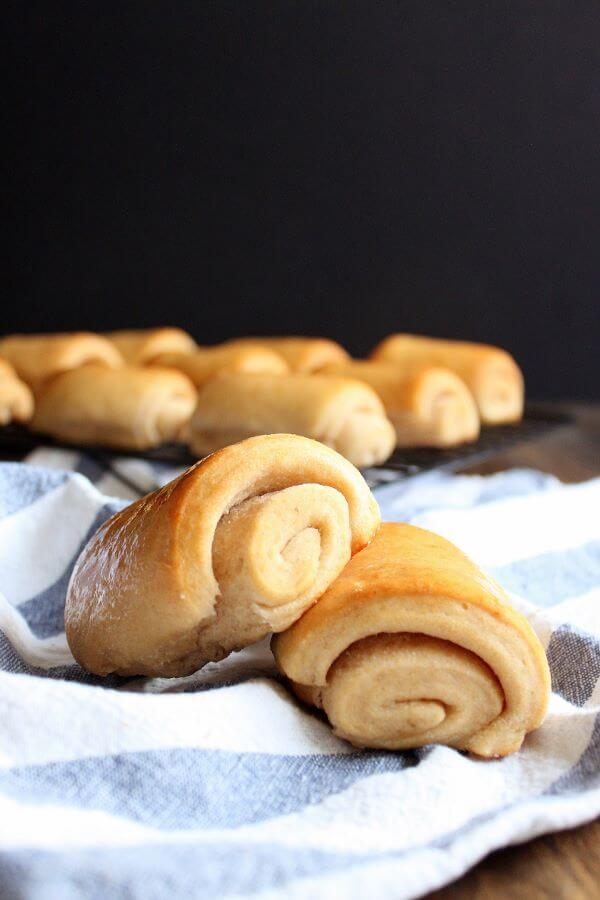 Honey Buttermilk Rolls | wildwildwhisk.com