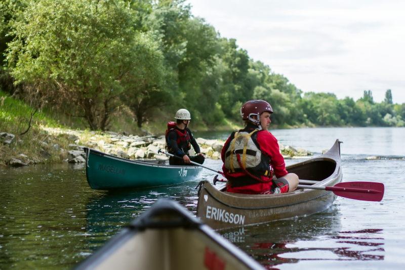 Kanutour auf dem Rhein