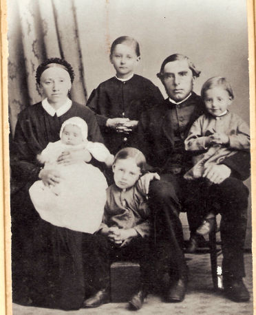 Picture of missionary Fritz Weber with his family