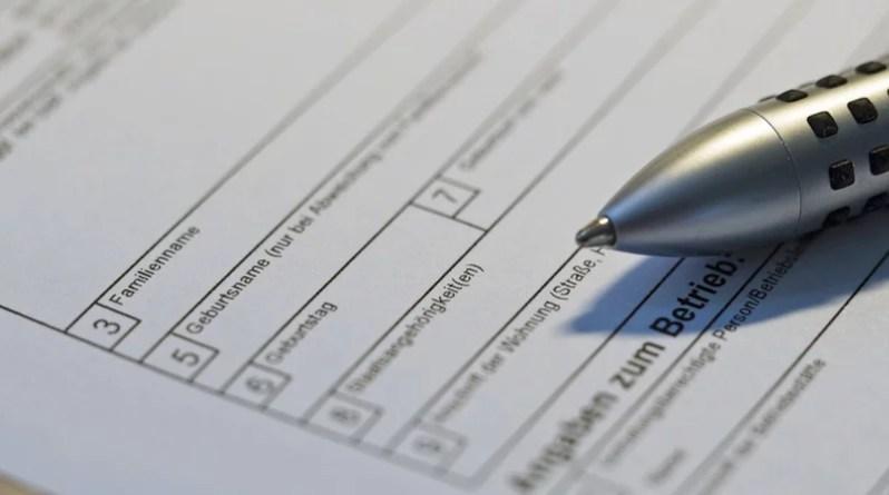 Formular und Kugelschreiber