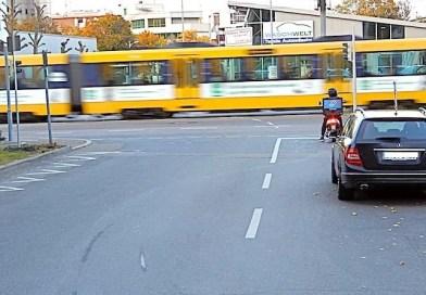 Langwiesenweg: Halteverbot vor Ampel gefordert