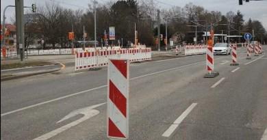Baken und Absperrungen wegen Gleisbau am Heumadener Knoten an der Bockelstraße