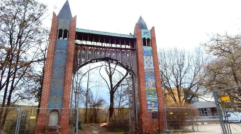 Wangener Tor mit Jugendhaus im Hintergrund