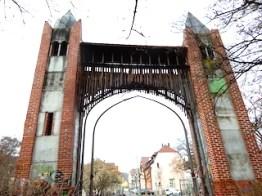 Die Rückseite des Tors
