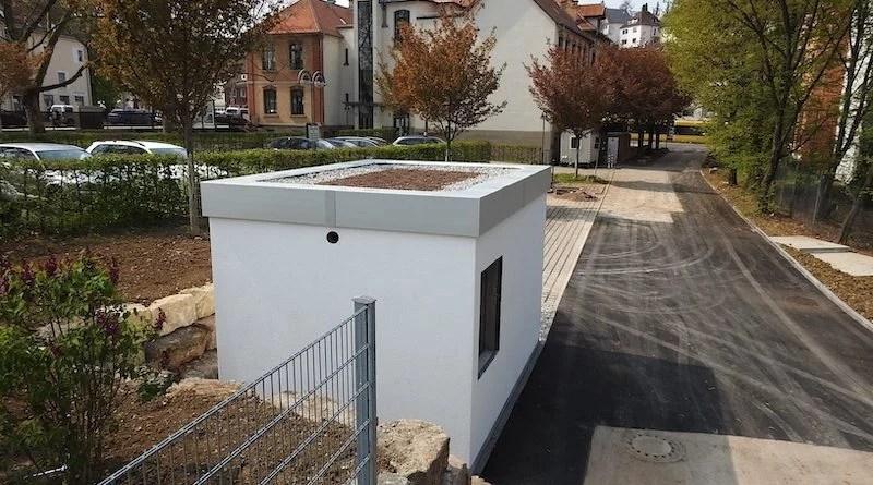 Blick vom Parkplatz des Otto-Hirsch-Centers zum Bürgerhaus