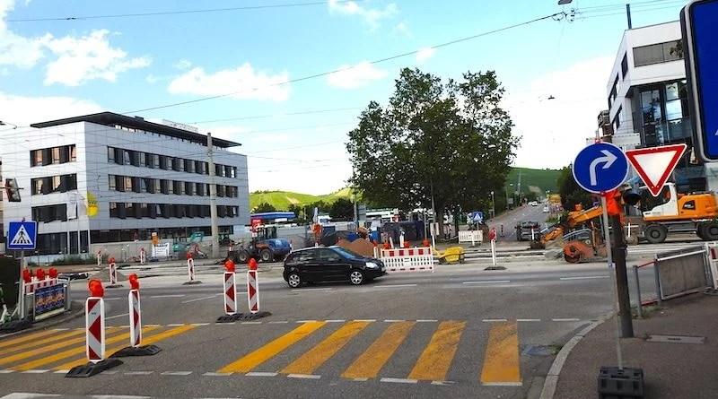 Blick von der Kemptener Straße über die Gleisbaustelle zu den Otto-Konz-Brücken