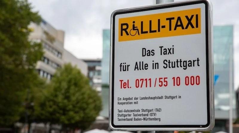 Schild an Rolli-Taxi-Stand in Stuttgart