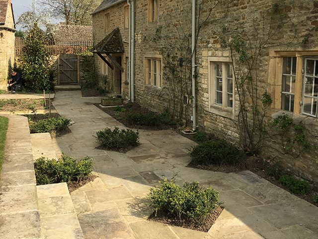 Willbee Landscaping, Gloucestershire House, paving and planting