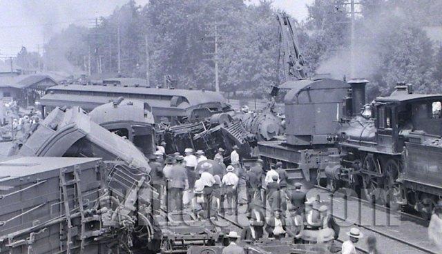 train-wreck-detail-1