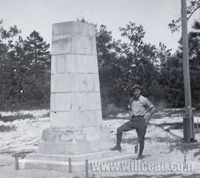 posing-w-pedestal-det
