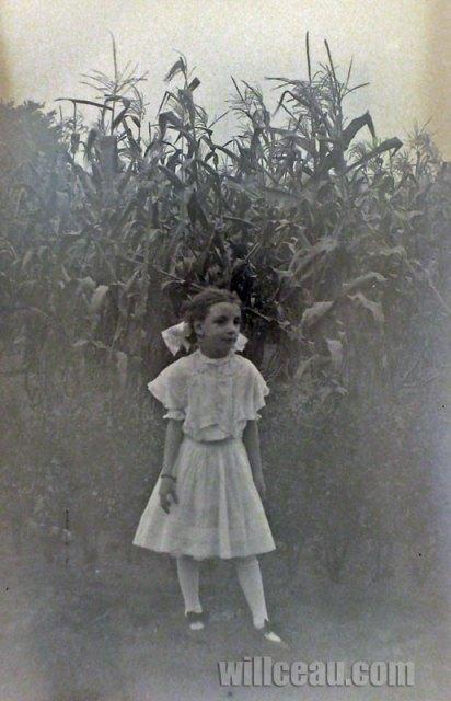 girl-corn-det