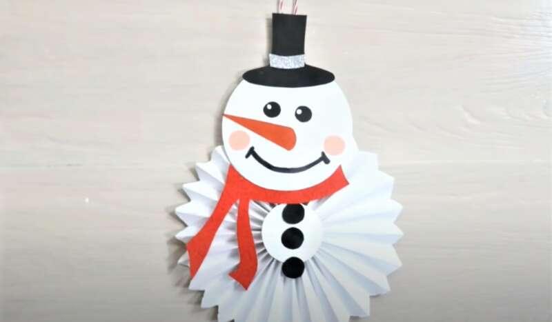 Người tuyết cho năm mới từ giấy