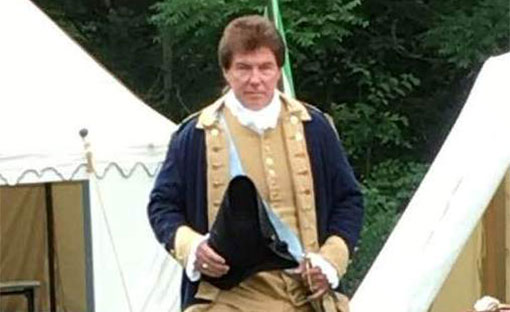 Sam Davis as General George Washington