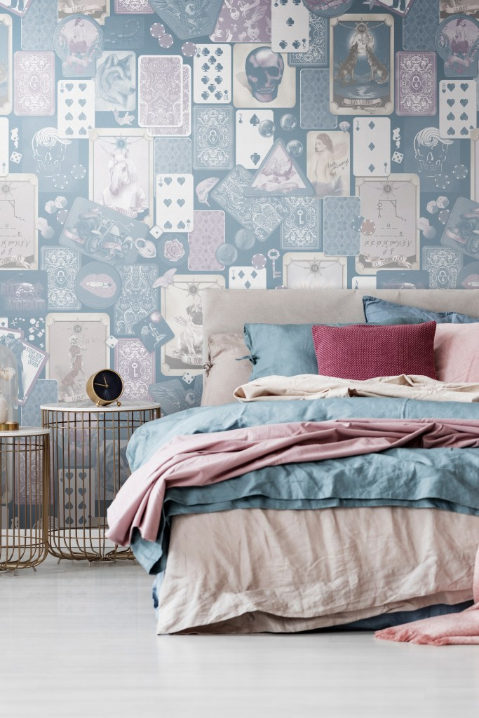Stunning bedroom inspiration and design style inspo. In colours of beige, steel blue, mauve and pink. Gold bedside tables.