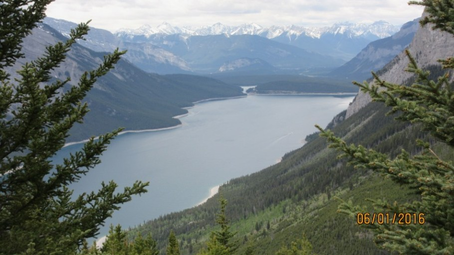 View of LAke Minnewanka from the Aylmer Lookout trail