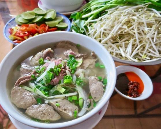 Thap Cam Pho at Pho Le Nguyen Trai