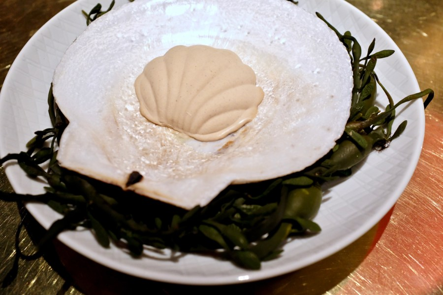 é by José Andrés - Live scallop - hidden inside a truffle shell mold
