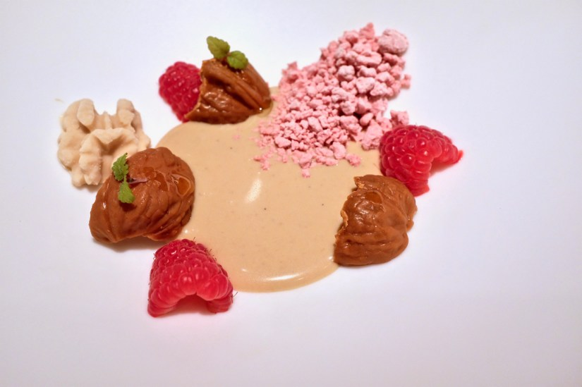 é by José Andrés - Intxaursaltsa - walnut cream, walnut praline, hazelnut,