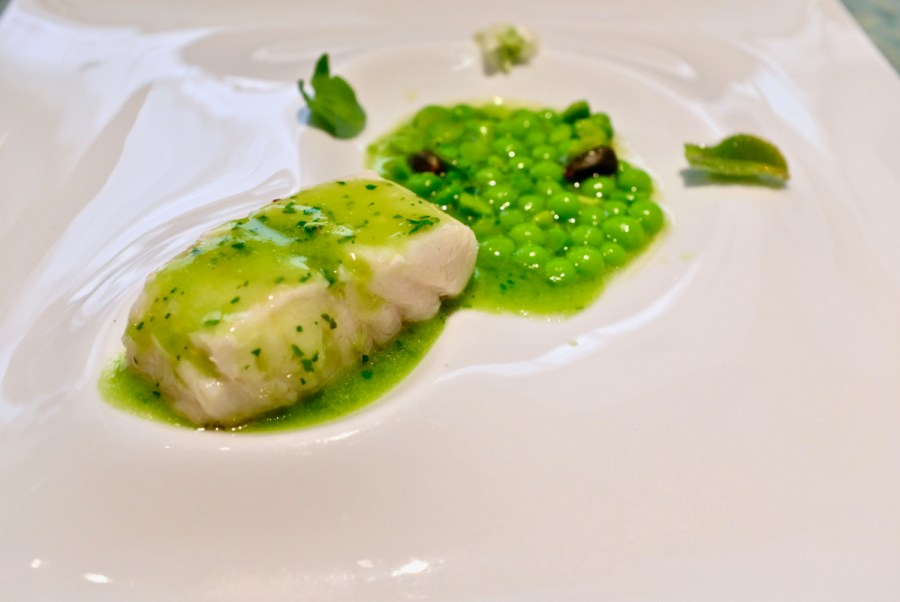 Disfrutar - Hake in brine, with peas and green sauce