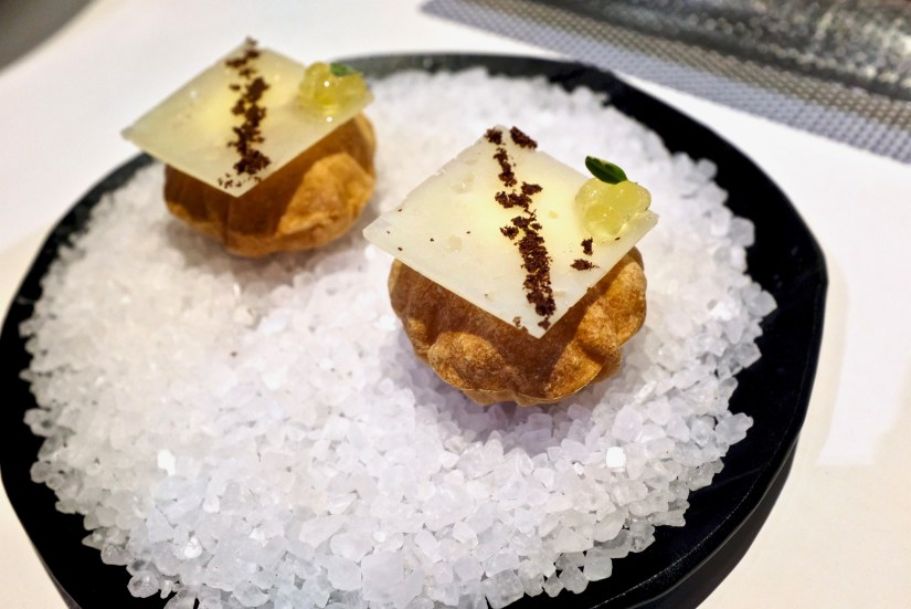Tickets - Mini Airbag, manchego cheese foam filling, hazelnut oil caviar.