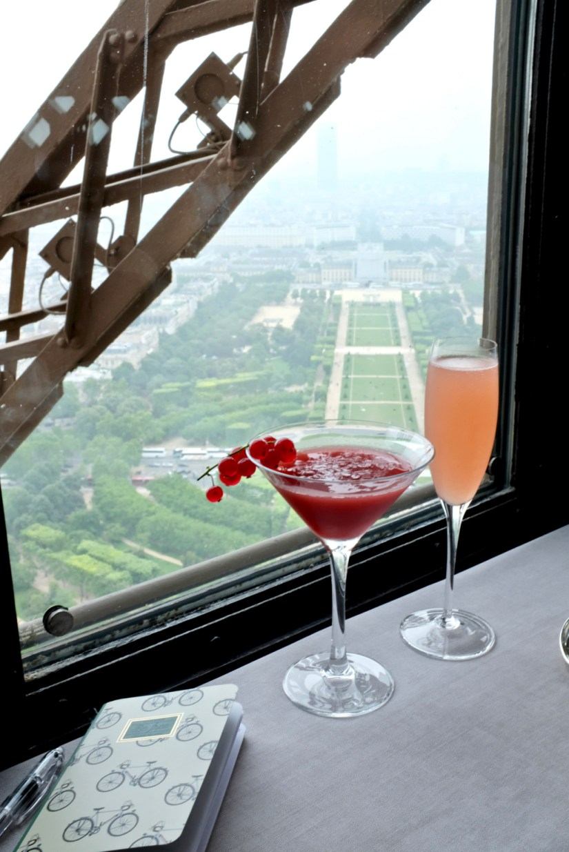 Le Jules Verne - cocktails and a view
