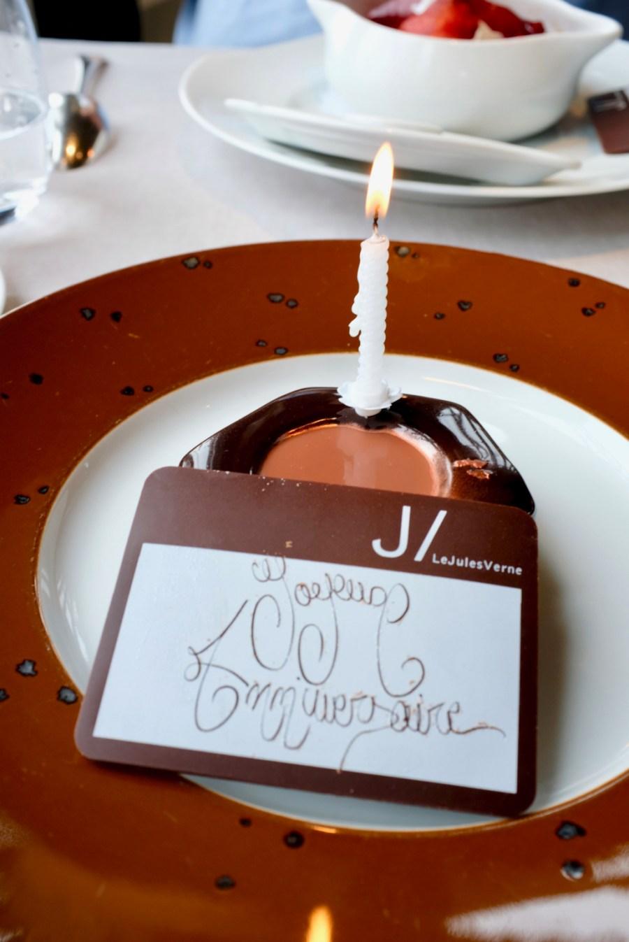 Le Jules Verne - L'écrou croustillant au chocolat de notre Manufacture à Paris (Crispy 'Tower nut', chocolate from our Manufacture in Paris)