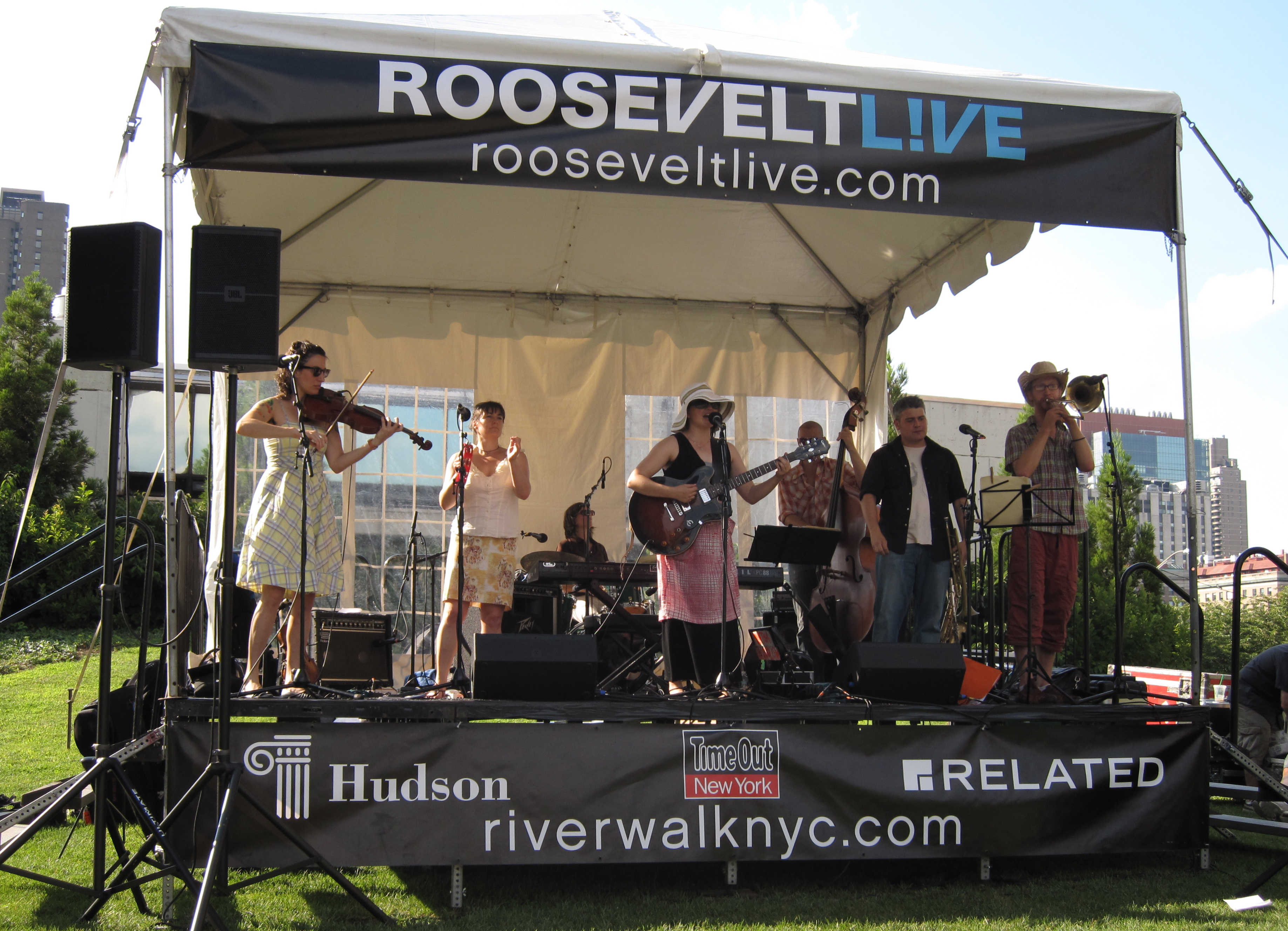 Gloria Deluxe onstage at Roosevelt Live on a beautiful Saturday afternoon. (Photos copyright 2009, Steven P. Marsh)