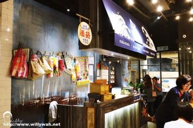 店里没有高档华丽的装饰,但却展示了台湾朴实的菜市风景。