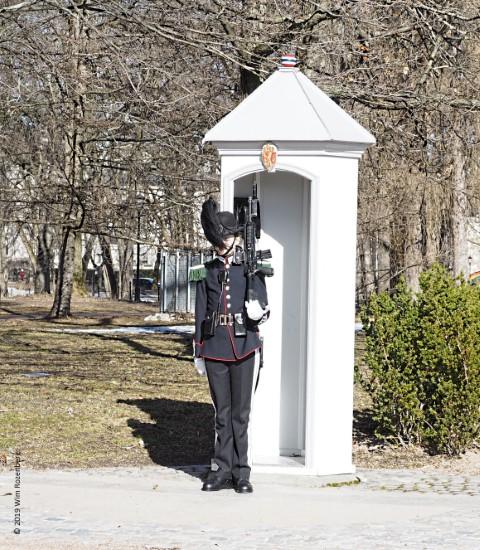 wachter bij koninklijk paleis Oslo