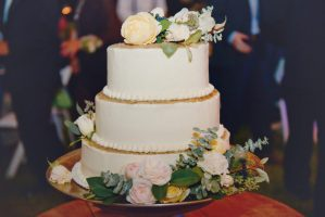 organically grown farm flowers are perfect for a cake!