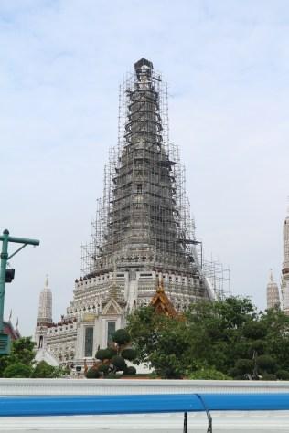Wat Arun yang sedang direnovasi