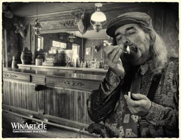 Portrait mit Zigarre - winart.de