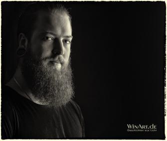 Portrait Mann mit Vollbart - winart.de