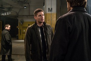 """Supernatural -- """"Hell's Angel"""" -- Image SN1118B_0131.jpg -- Pictured (L-R): Mark Sheppard as Crowley and Jensen Ackles as Dean -- Photo: Liane Hentscher /The CW -- © 2016 The CW Network, LLC. All Rights Reserved"""