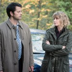 "Supernatural --""First Blood""-- SN1209b_0042.jpg -- Pictured (L-R): Misha Collins as Castiel and Samantha Smith as Mary Winchester -- Photo: Dean Buscher/The CW -- © 2016 The CW Network, LLC. All Rights Reserved"