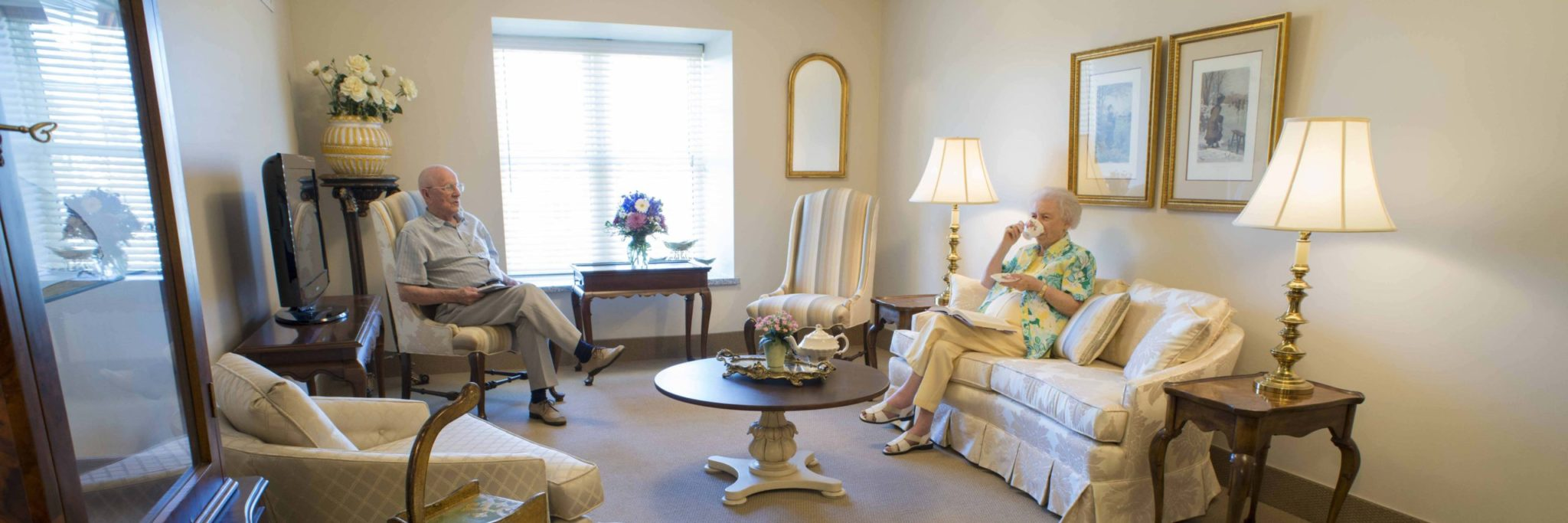 Senior couple in a suite at Winchester Glen