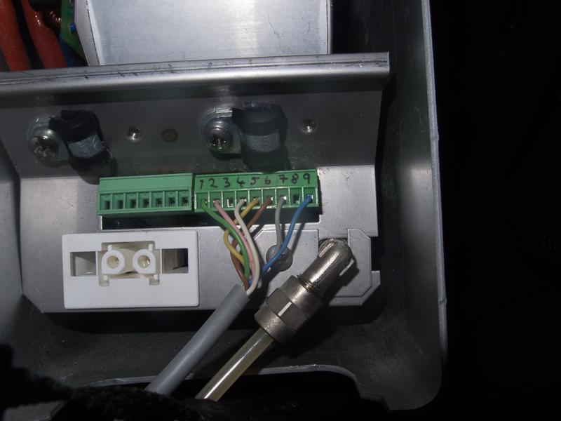 Wallas Heizung 30D: Der Stecker an dem die ganzen Kabel hängen lässt sich gut lösen