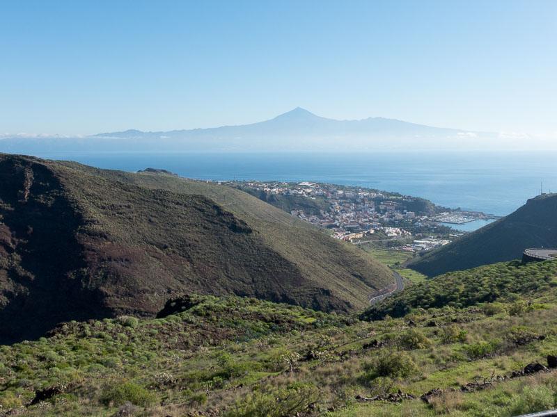 Blick von La Gomera auf Teneriffa. Die Bergspitze im Hintergrund ist der Monte Teide, der höchste Berg Spaniens