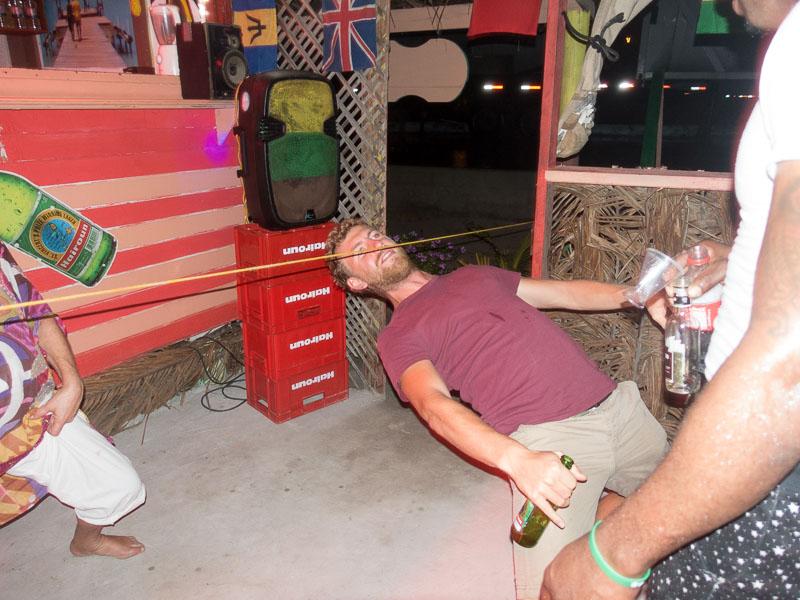 Aike mit Bier und Limbo
