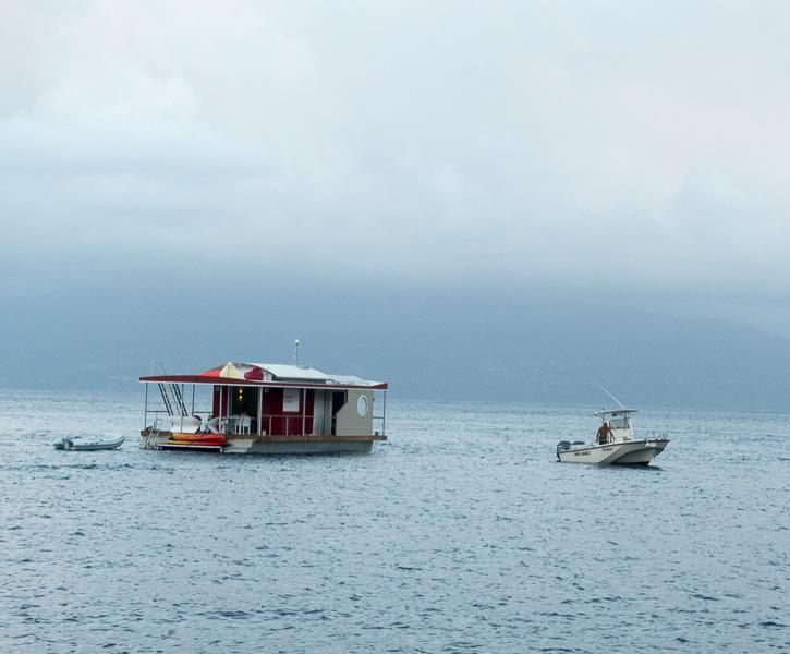 Still liegend angefahren: Hafenkino um sechs Uhr morgens