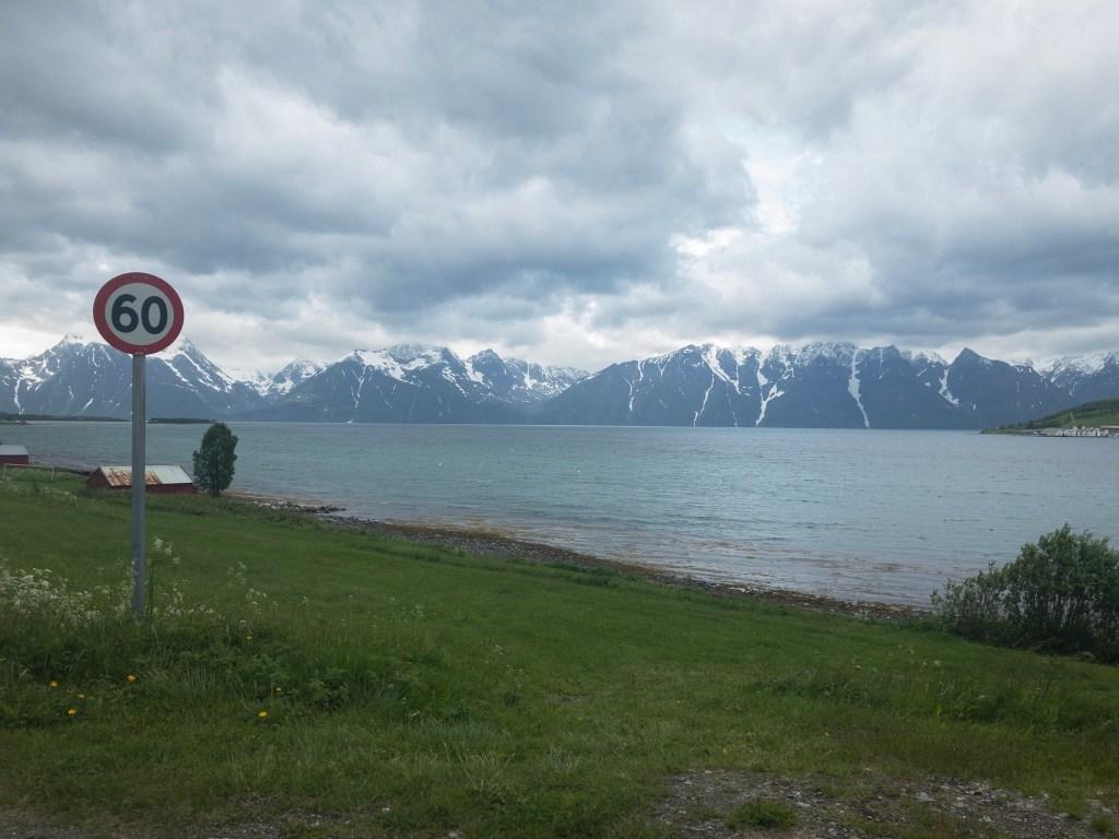 """Fjorde und schneebedeckte Gipfel: auf dem Weg zu dem oben erwähnten """"Pass"""""""