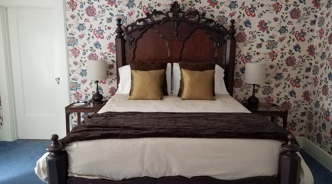 Windflower Inn Berkshires' Bed and Breakfast - The October - Room 2 - Name inspired by October Mountain State Forest