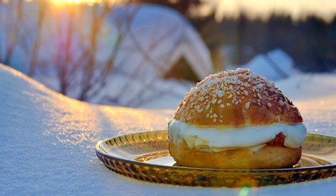 Traditional Finnish Dishes - Laskiaispullat - Sweet Buns with Cloudberry Jam