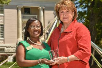 Evanda Gravitte Moore, WC '71, is inducted into the Alumnae Hall of Fame during the 2016 Alumnae Reunion Weekend. (Barry Williams for Brenau University)