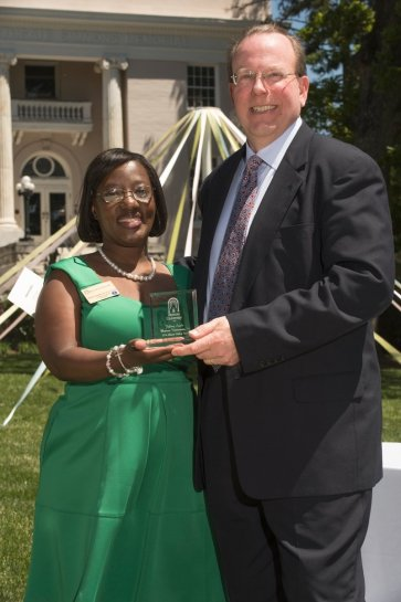 Marsha Stringer, WC '96, BU '03, '05 inducts Jeffrey Seiple, BU '90, into the Alumni Hall of Fame. 2016 Alumnae Reunion Weekend