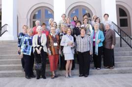 Classes of 1960-1969 pose for a photo during the 2017 Alumnae Reunion Weekend at Brenau University, Saturday, April 08, 2017. (Photo/ John Roark for Brenau University)