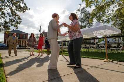 Sissy Gordon, A '65, dances with Pam Fountain at the Reunion on the Lawn. (AJ Reynolds/Brenau University)