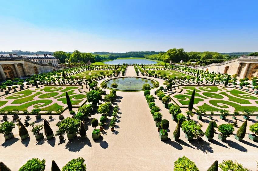 Versailles Garden, France gaelfontaine123rf