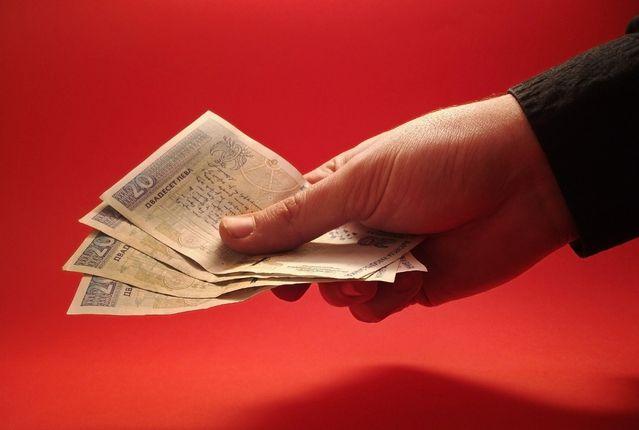 Membayar Dengan Uang